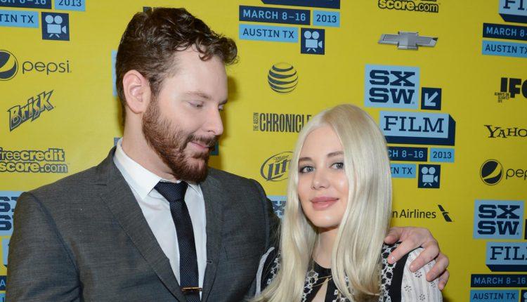 پارکر در کنار همسرش